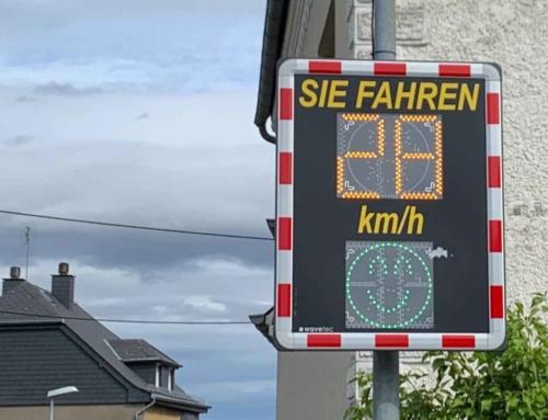 Pellenzstraße Smiley-Radargeräte bremsen tatsächlich den Verkehr auf 30 km/h. Trotzdem unglaublich, wie schnell ein Raser ….